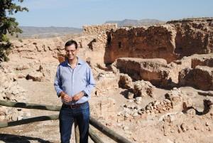 Ayuntamiento de Novelda Valentin-300x201 Patrimonio oferta a colegios e institutos visitas guiadas a la necrópolis y al yacimiento arqueológico del Castillo
