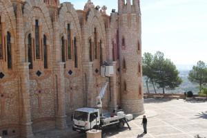 Ayuntamiento de Novelda DSC_0142-300x201 Sellan ventanas y limpian los canalones para evitar que entre agua en el Santuario de Santa María Magdalena