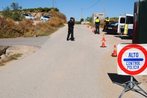 Ayuntamiento de Novelda DSC_1169-300x201 Las policías Local y Autonómica establecen varios operativos de  vigilancia rural por la campaña de la uva de mesa
