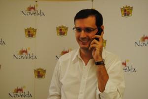 Ayuntamiento de Novelda Valentin-telefonia-movil-300x201 El equipo de Gobierno reduce 50 líneas de telefonía móvil del Ayuntamiento