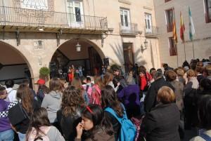 Ayuntamiento de Novelda Conta-la-violencia-de-genero-300x201 Escolares y representantes de colectivos se manifiestan en Novelda contra la violencia de género