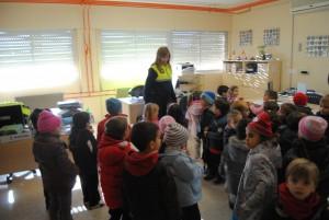 Ayuntamiento de Novelda DSC_1237-300x201 La Policía Local recibe la visita de alumnos del Sánchez Albornos en un programa abierto a todos los colegios
