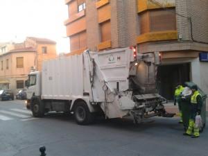 Ayuntamiento de Novelda Recogida-basuras-dia-300x225 El Ayuntamiento ahorra 27.264 euros al año con el nuevo horario de recogida de basuras