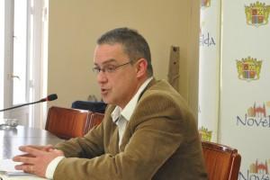 Ayuntamiento de Novelda DSC_2073-300x200 El Ayuntamiento aprueba un nuevo Plan de Ajuste tras ampliar en 1,5 millones de euros el pago a proveedores