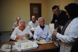 Ayuntamiento de Novelda DSC_0316-300x200 Un taller en la Casa de Cultura enseña a restaurar documentos y las técnicas de encuadernación artesana