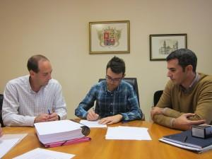 Ayuntamiento de Novelda IMG_4354-300x225 El alcalde firma el acta de replanteo para iniciar las obras del Proyecto de Mejora de Eficiencia Energética