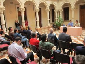 Ayuntamiento de Novelda IMG_7084-300x225 Alcaldes de la comarca, organizaciones agrarias, sindicatos y productores exigen que la rebaja del IRPF llegue a todos los municipios productores de uva de mesa