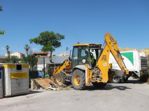Ayuntamiento de Novelda IMG_7916-300x225 Servicios Públicos y Medio Ambiente hacen un llamamiento para el correcto uso de los puntos de contenedores del extrarradio