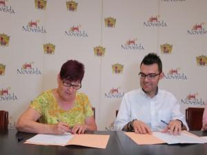 Ayuntamiento de Novelda Convenio-Fibro-300x225 El Ayuntamiento formaliza los convenios de colaboración con ANOC y Fibromialgia