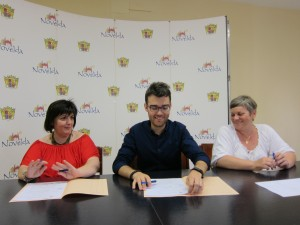 Ayuntamiento de Novelda IMG_8714-300x225 El Ayuntamiento firma convenios de colaboración con las asociaciones de Parkinson y Salud Mental