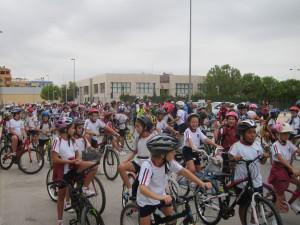 Ayuntamiento de Novelda IMG_0358-300x225 Cerca de cuatrocientos niños participan en la Marcha Escolar en Bicicleta