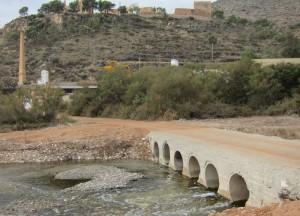 Ayuntamiento de Novelda puente-mini-300x216 El Ayuntamiento construye un paso inundable sobre el Vinalopó a la altura del Cerro de La Mola