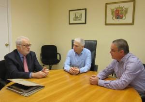 Ayuntamiento de Novelda IMG_1620-300x212 El alcalde se reúne con el nuevo presidente de la Fundación Cam