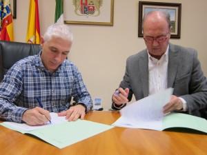 Ayuntamiento de Novelda IMG_1708-300x225 El Ayuntamiento firma el convenio de colaboración con Cáritas San Roque