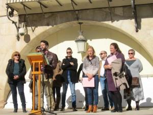 Ayuntamiento de Novelda IMG_2167-300x225 Los soportales del Ayuntamiento acogen la lectura del Manifiesto Institucional contra la Violencia de Género