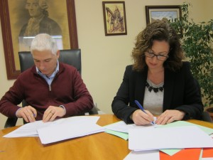 Ayuntamiento de Novelda IMG_2680-300x225 El Ayuntamiento firma el convenio de colaboración con Cruz Roja por importe de 67.000 euros