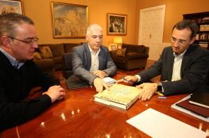 Ayuntamiento de Novelda 021317-Visita-alcalde-Novelda-300x199 Reunión de trabajo entre el alcalde y el presidente de la Diputación