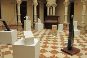 Ayuntamiento de Novelda expo-mini-300x201 Esculturas en piedra natural en el Gómez-Tortosa