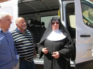 Ayuntamiento de Novelda IMG_5791-300x224 Un grupo de empresas y particulares dona un vehículo a la Residencia de Ancianos