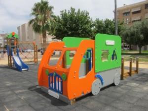 Ayuntamiento de Novelda IMG_7895-300x224 Finaliza la instalación de nuevos juegos infantiles en cuatro parques públicos