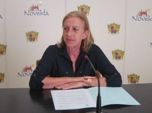 Ayuntamiento de Novelda IMG_9318-300x224 Dos nuevos desfibriladores para instalaciones municipales