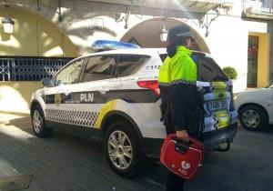 Ayuntamiento de Novelda desfi-mini-300x210 Sanidad instala nuevos desfibriladores en el edificio del Ayuntamiento y en un coche patrulla de la policía local