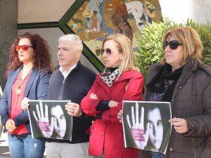 Ayuntamiento de Novelda concentración-2-a-300x225 El Ayuntamiento de Novelda refuerza su lucha contra la violencia de género con la contratación de un Agente de Igualdad