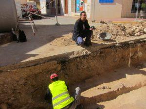 Ayuntamiento de Novelda Excavaciones-300x225 Aparecen nuevos hallazgos arqueológicos en las obras de la calle Travessia