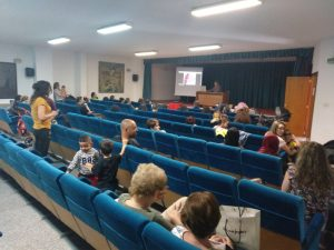 Ayuntamiento de Novelda Reunión-web-300x225 Educación informa sobre el proceso de matriculación escolar que comienza el 17 de mayo