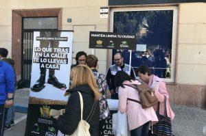 """Ayuntamiento de Novelda stand-mini-300x199 La campaña """"Lo que tiras en la calle te lo llevas a casa"""" se refuerza con puntos de información"""