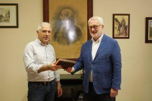 Ayuntamiento de Novelda IMG_7544-ayto-300x200 Fundación Caja Mediterráneo dona al Ayuntamiento un facsímil del Examen Marítimo de Jorge Juan