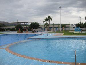 Ayuntamiento de Novelda piscinas-300x225 Policía Local identifica a diez personas por actos vandálicos en las Piscinas Municipales