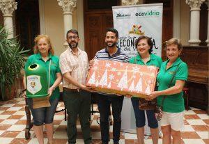 Ayuntamiento de Novelda ecovidrio-ayto-300x207 Las comparsas reciclaron más de 14.500 envases de vidrio durante las últimas fiestas